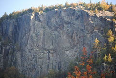 Rock Climbing Photo: Closeup view from Chapel Pond Slabs.