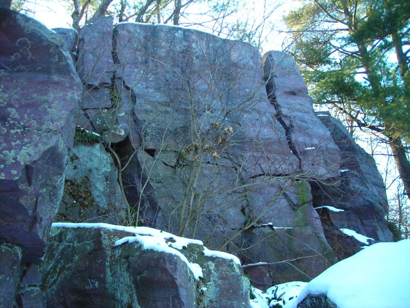 Wall to one side of free-standing block at secluded little DL quartzite ledge.