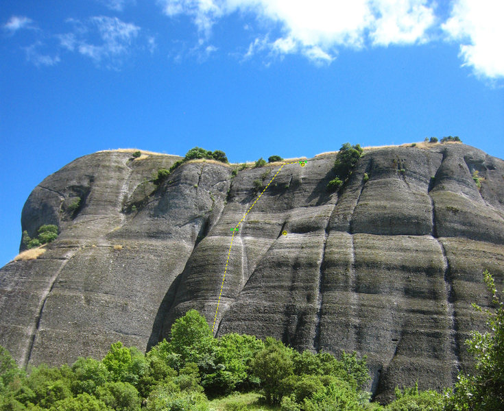 The north face of Doupianifels contains a high concentration of good introductions to Meteora climbing.
