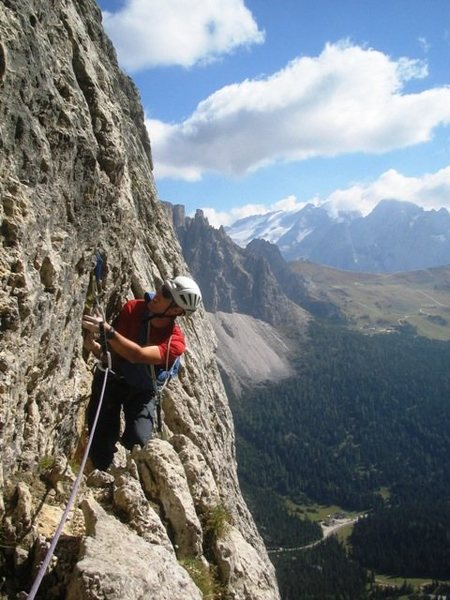 Start of the traverse on the seventh pitch of the Via Rossi - Tomasi