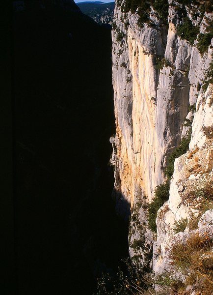 Rock Climbing Photo: Steep limestone walls rim the West side of Grand C...