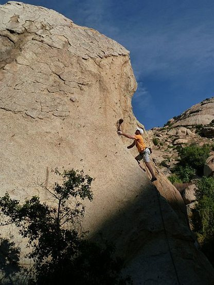 Rock Climbing Photo: Starting up Praise the Rays (5.8), Lake Perris SRA