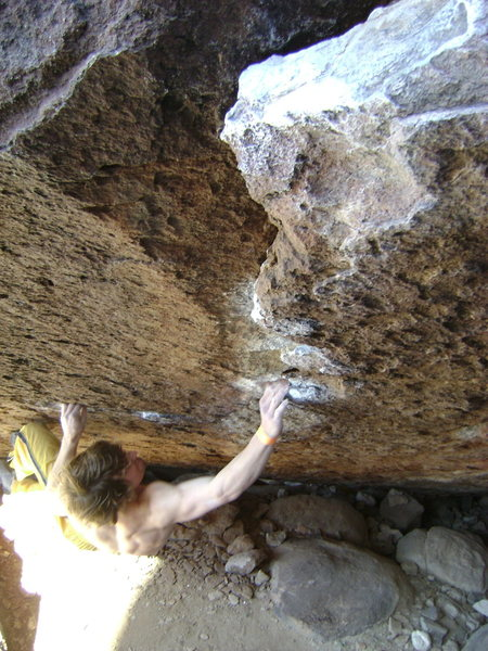 Rock Climbing Photo: Cranking hard on Hobbit in a Blender...