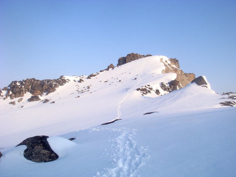 Rock Climbing Photo: Footprints in snow leading to summit of Colchuck