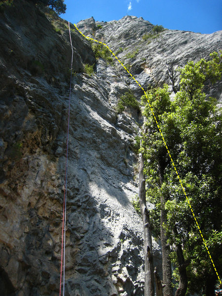 Chlorochose generally follows the dashed yellow line with the first 3 or 4 pitches visible.  Ropes are hanging off the last Dalles Grises rappel (and over the line, Sucepe, if I remember correctly.)