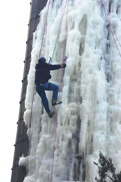 Fox reporter/anchorman Patrick Elwood climbs the silo of ice. First attempt!