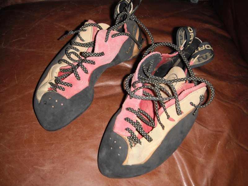 La Sportiva Testarosa, size 39. <br> <br> $100 or best offer.<br> <br> Almost new shape, good sharp edges on the rubber.  Used one day at the gym and one climb at Tensleep before the wife decided they were just too small.  <br> Serious hotrods!