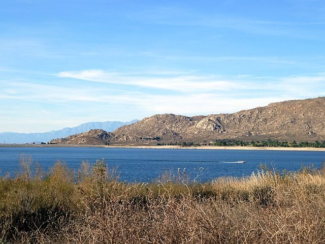 Rock Climbing Photo: A nice winter's day at Big Rock, Lake Perris SRA