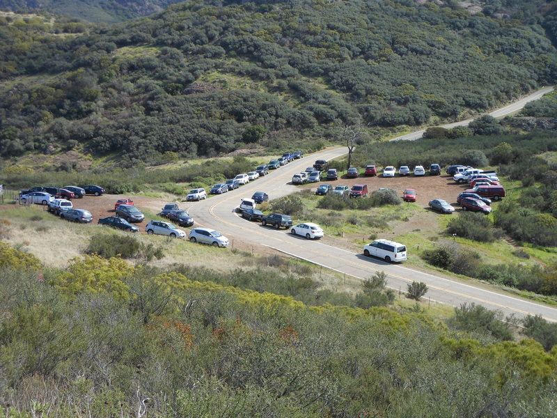 A really busy day at the parking area for Echo Cliffs and the Mishe Mokwa Trail.