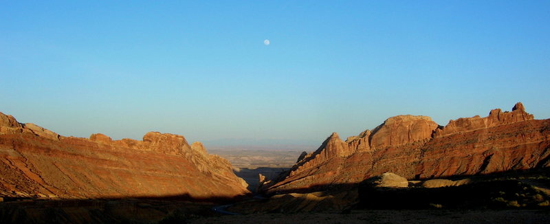 Rock Climbing Photo: Driving down to the Eastern Reef, from east to wes...
