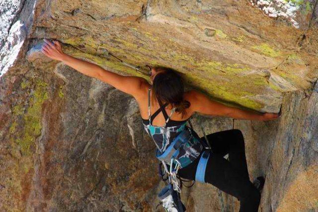 Rock Climbing Photo: Jackie Trejo, fully extended on powder keg.