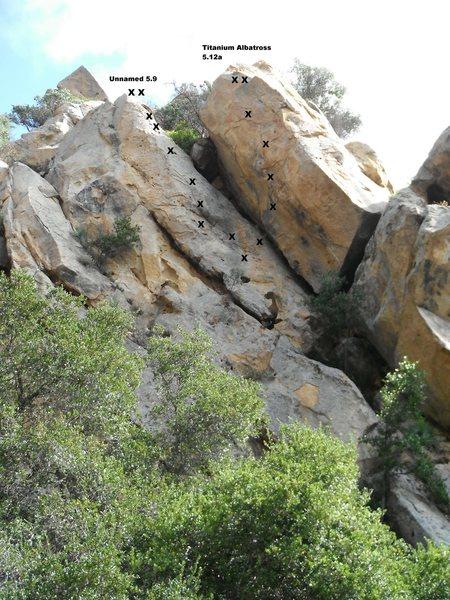 Rock Climbing Photo: Unnamed 5.9 and Titanium Albatross 5.12a