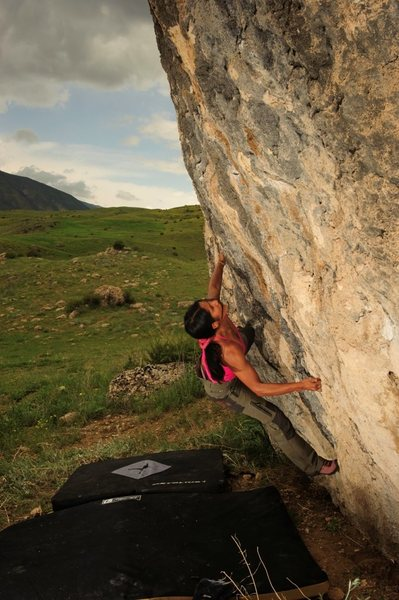 Nasim Eshqi works a new problem in the Chiva boulder field.