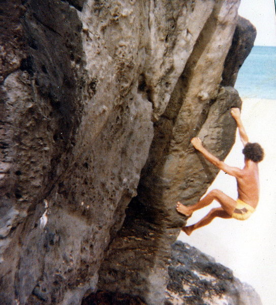 Rock Climbing Photo: Olaf bouldering on the beach at Waimea Bay