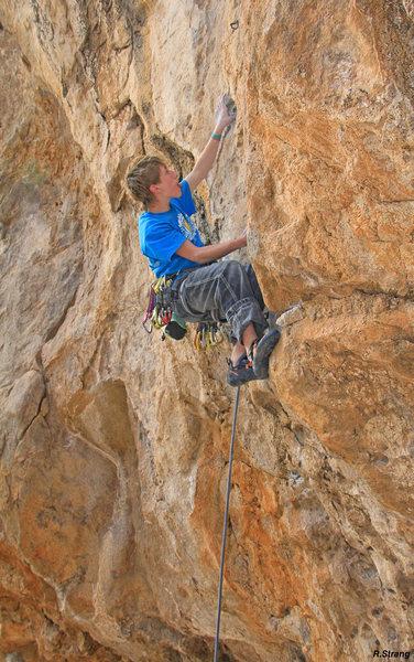 Ben makes the small pocket climbing start look easy<br> Cyclops (5.11+)