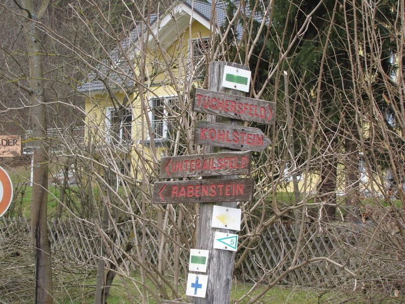 Follow the sign to Tüchersfeld.
