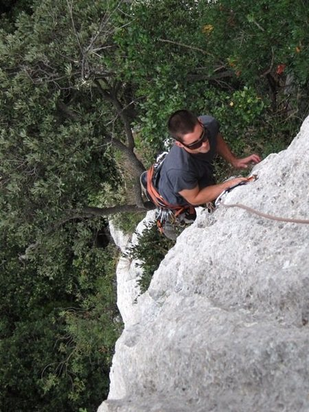 Leaving the crack for the steep face finish of Terza Fessura's first pitch.
