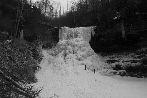 Sometimes the falls freeze... Awesome photo! <br> <br> From: http://tgaw.wordpress.com/category/hiking/cascades/