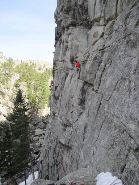 Brad airing it out on the first pitch to reduce drag at the crux....