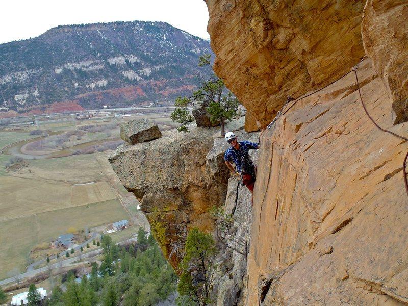 Rock Climbing Photo: Rounding the prow and dropping down into the hand ...