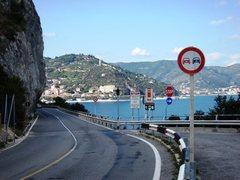 Rock Climbing Photo: Parking lot for Nolitudine just past the Capo Noli...