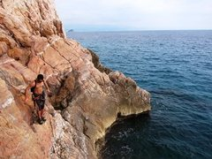 Rock Climbing Photo: Walking the exposed base area at Nolitudine