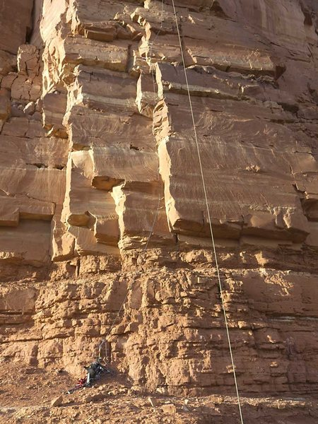 Rock Climbing Photo: Start of pitch 1. Starts tight, with thin pitons, ...