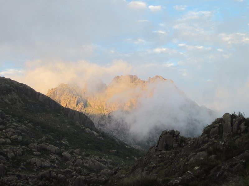 Rock Climbing Photo: Agulhas Negras in the morning mist.