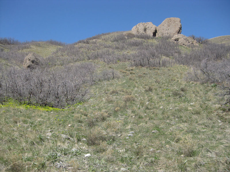 Rock Climbing Photo: Approach beta photo 2. Looking up at Hadrian's Bou...