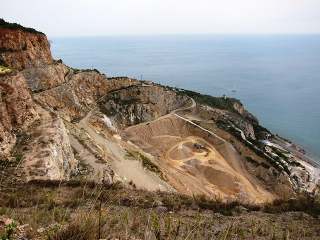 The big quarry adjacent to the Caprazoppa crags