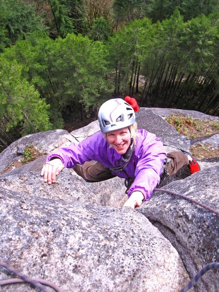Carolyn Marquardt exiting the slot, just below the pedestal on A group of mysteries of Frenchwoman.