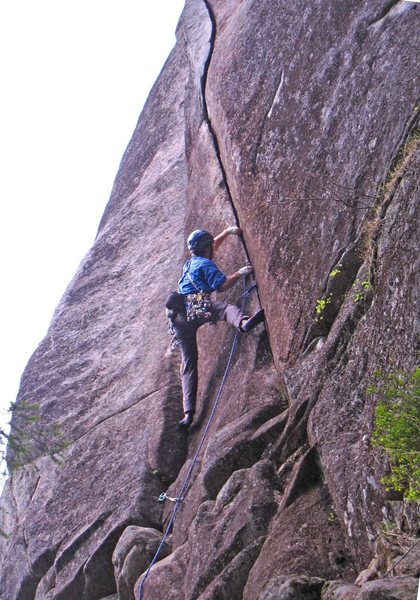 Rock Climbing Photo: Eric Hirst at the start of Rice Krispies (5.10c).