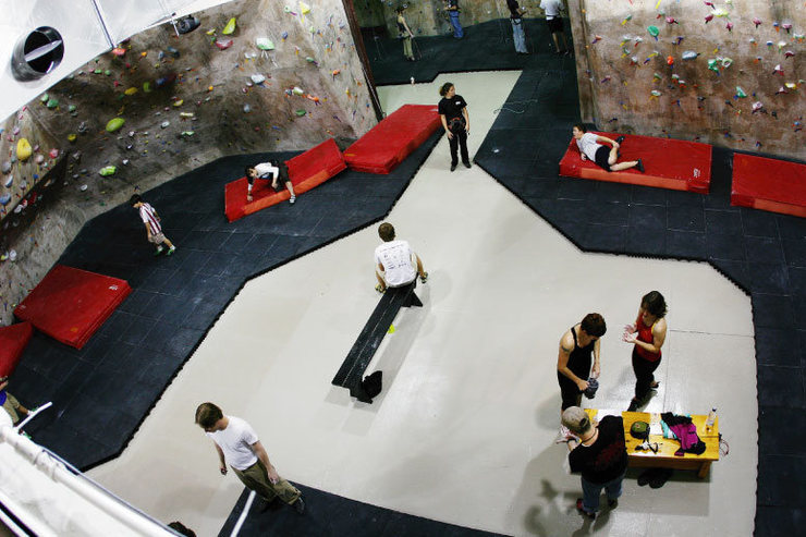 Top-out bouldering.