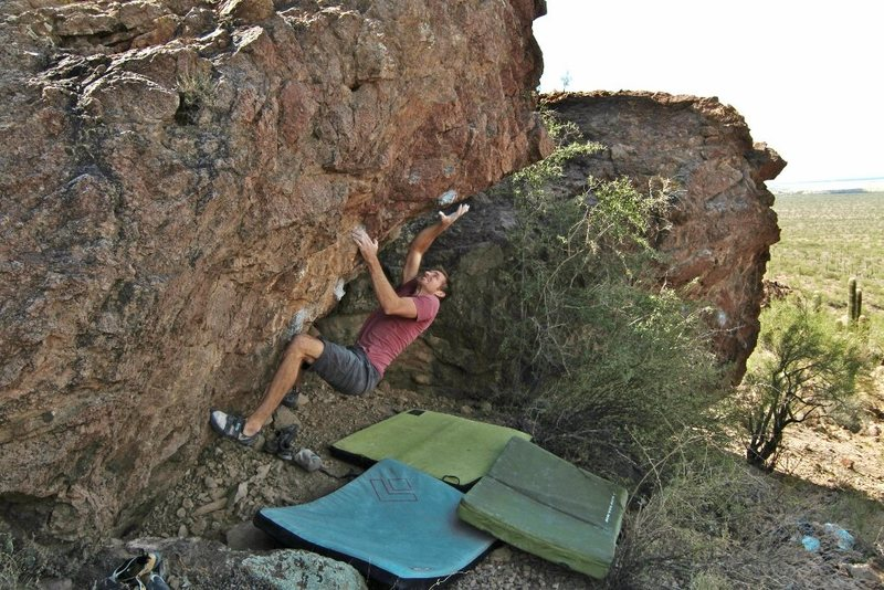 Rock Climbing Photo: Joe snatching the triangle on Snost and Lost. Phot...