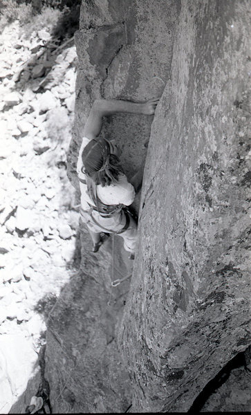 Big hands for a big crack. Steve Grossman and the Canary Crack 5.10. 1970's