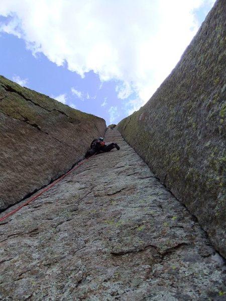 Rock Climbing Photo: Artley cruising the P2 fingerlocks