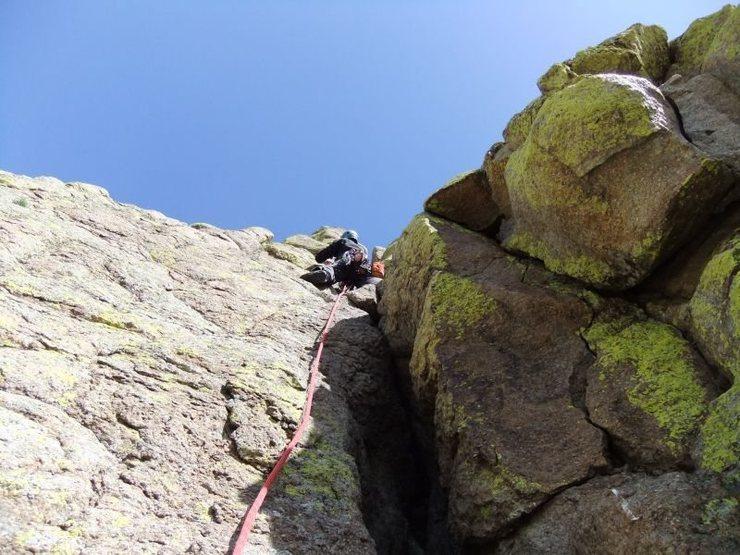 Rock Climbing Photo: chossy, bird crap laden chimney on P5-6