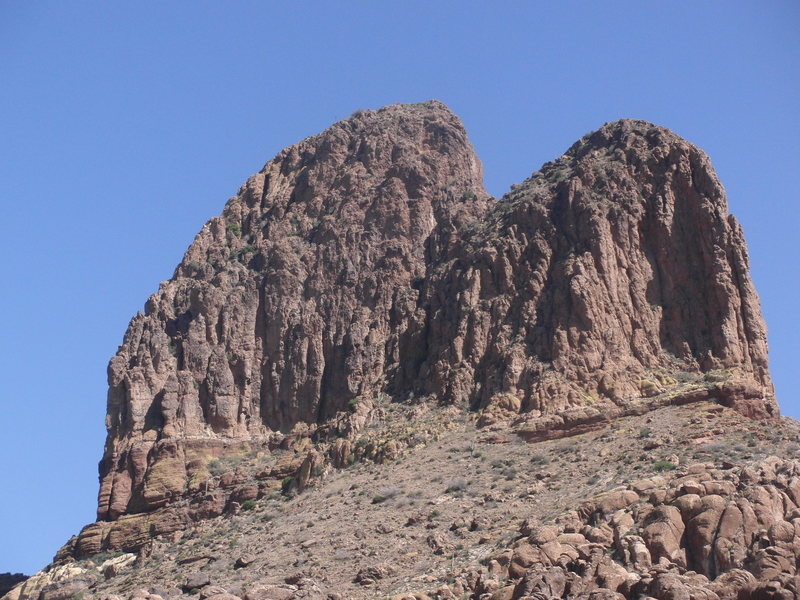 Rock Climbing Photo: Weaver's Needle from the west. The route goes up t...