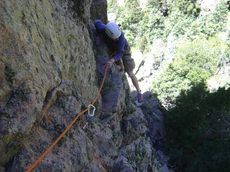 Randy traversing left into the V-shaped alcove on Pitch 1.