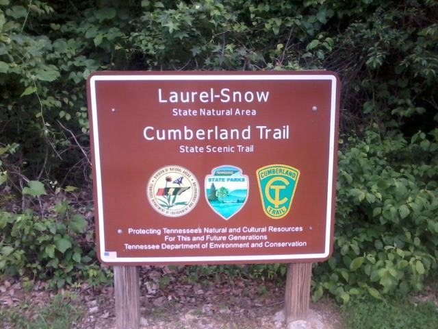 Sign at the entrance of Laurel-Snow