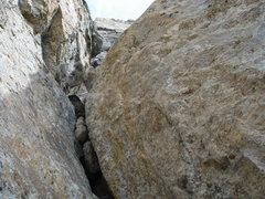 Rock Climbing Photo: The crimpy V-slot pitch before the Black Face