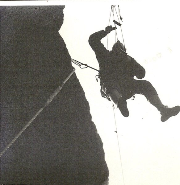 Rock Climbing Photo: Commited after lassoing a flat spike. The Horror, ...