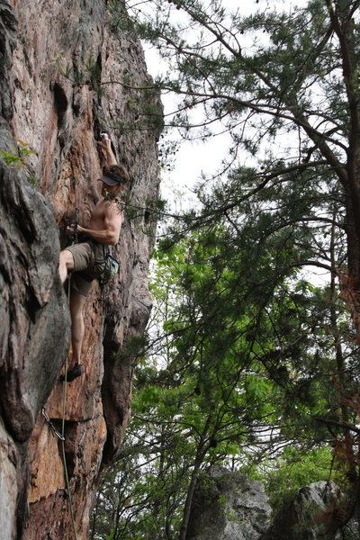 Rawlhide Wall<br> <br> Bennett Harris at the crux of<br> Disgustipated (5.11) sport<br> <br> Crowders Mountain State Park, North Carolina