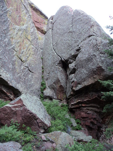 Rock Climbing Photo: Small Animal Places ascends the curvy, wide crack.