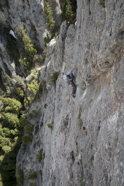 Loren Rausch leading the last pitch on the first ascent of Panthalassa (Bridget Belliveau at the belay)