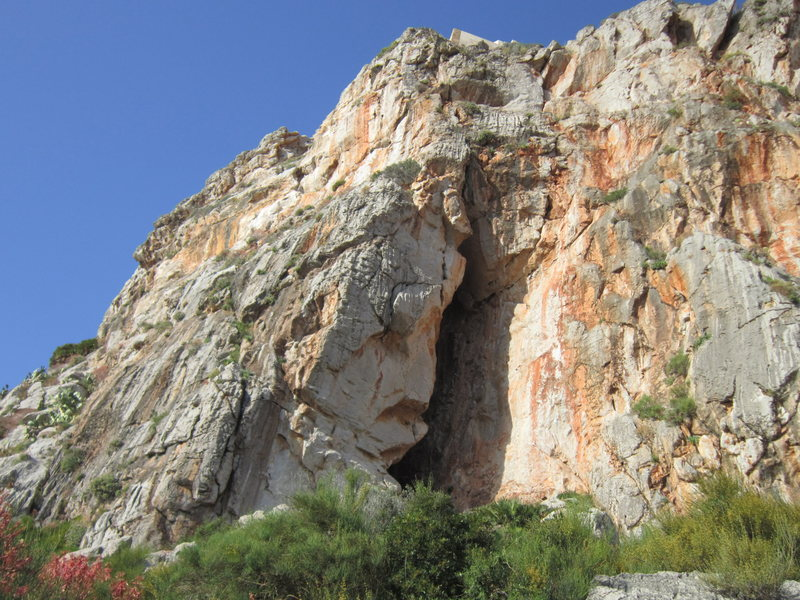 The grotta at sector Torre Isulidda.
