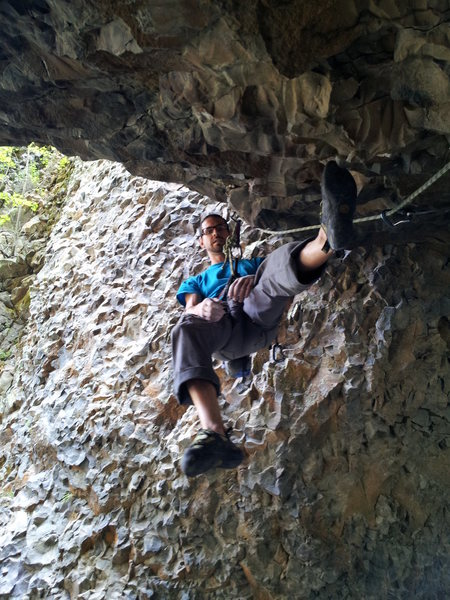 Me (Chris Deulen) dogging it before working out the crux. This thing is saweeet!