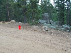 Rock Climbing Photo: Red arrow marks cairn, after leaving parking area,...
