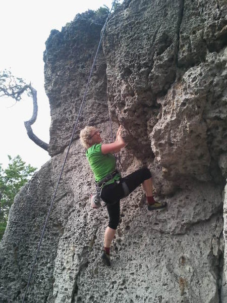 Iza searching for the best way through the crux of Leienfelser Verschneidung.