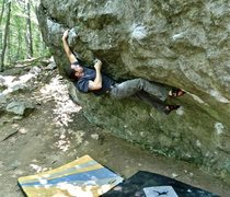 Rock Climbing Photo: Staying tight into the wall on Cave Overhang